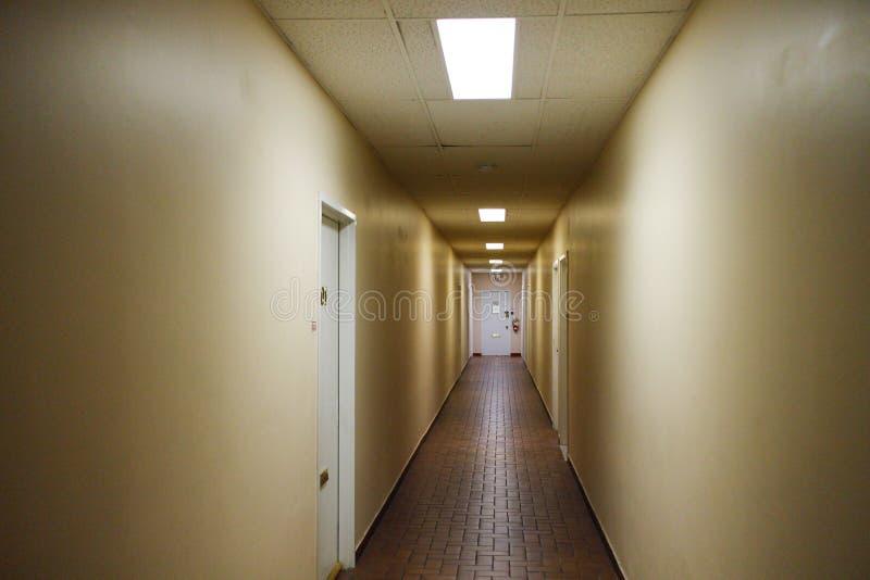 Straszny korytarz w starym budynku zdjęcie stock