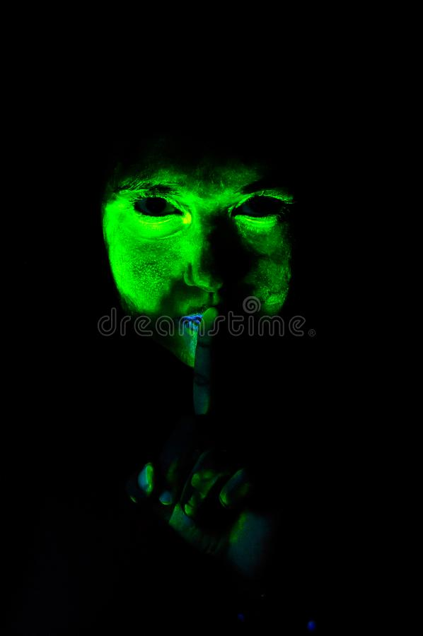 Straszny ultrafioletowego światła makeup kobieta, cisza zdjęcia stock