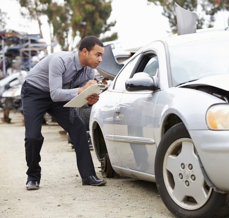 Strata nastawiacz Sprawdza samochód Wymagającego W wypadku zdjęcie royalty free