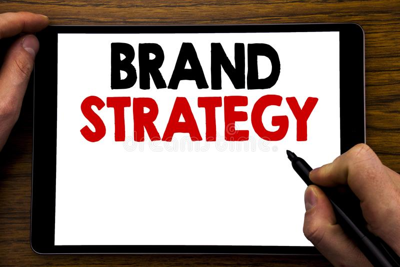 Strategi för märke för visning för handskriftmeddelandetext Affärsidé för att marknadsföra idéplanet som är skriftligt på minnest arkivfoto
