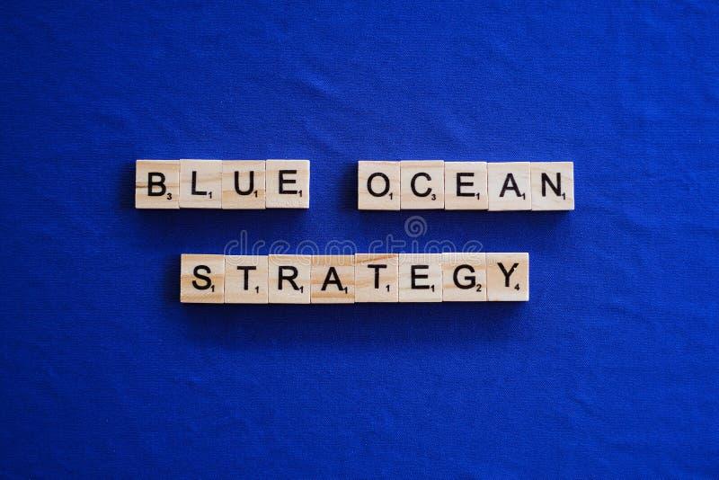 Strategia blu dell'oceano su fondo immagine stock