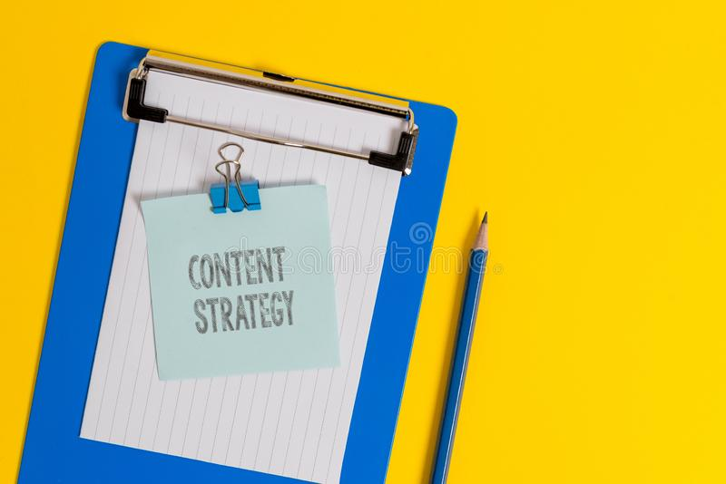 Strategia del contenuto di scrittura del testo della scrittura Il significato di concetto crea il piano di vendita facendo uso di immagine stock