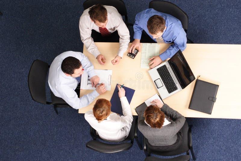 Strategia della costruzione - gente di affari di riunione fotografia stock