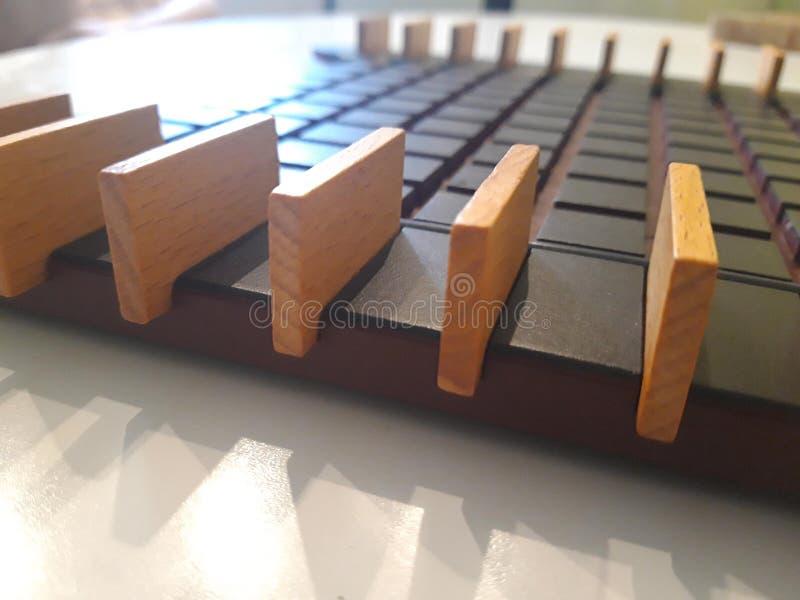 Strategii obrończa gra dokąd twój jedyni wrogowie są prostokątnymi kawałkami drewno zdjęcie stock