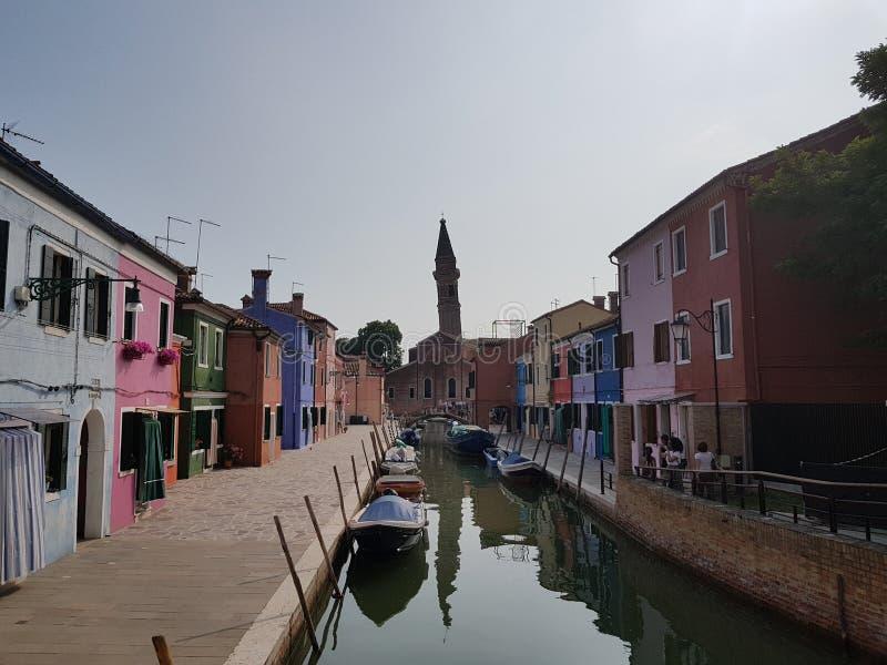Straten en een kanaal in Burano royalty-vrije stock foto