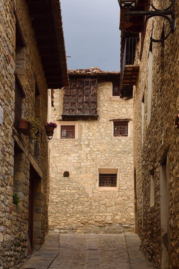 Straten en hoeken van het middeleeuwse dorp van Mirambel, Maestra stock foto's