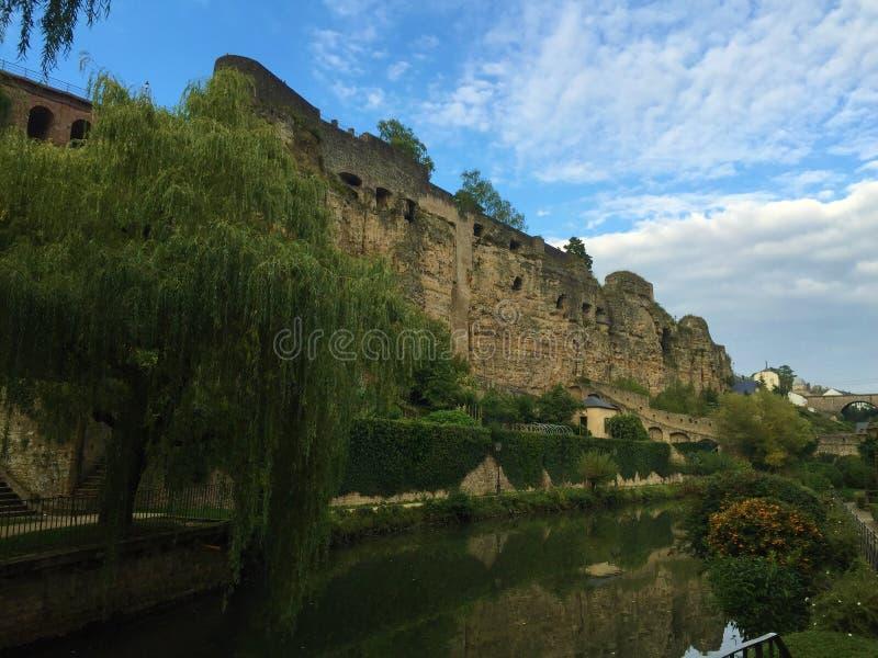 Straten van de stad en het land van Luxemburg royalty-vrije stock afbeelding