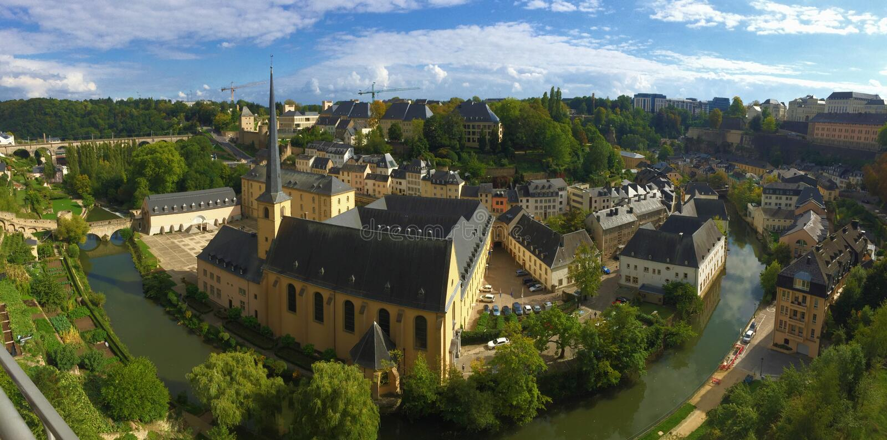 Straten van de stad en het land van Luxemburg stock afbeelding