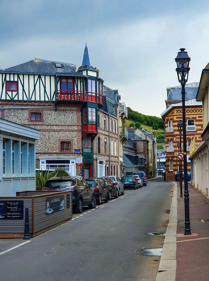 Straten van Etretat-dorp, Normandië, Frankrijk stock afbeeldingen