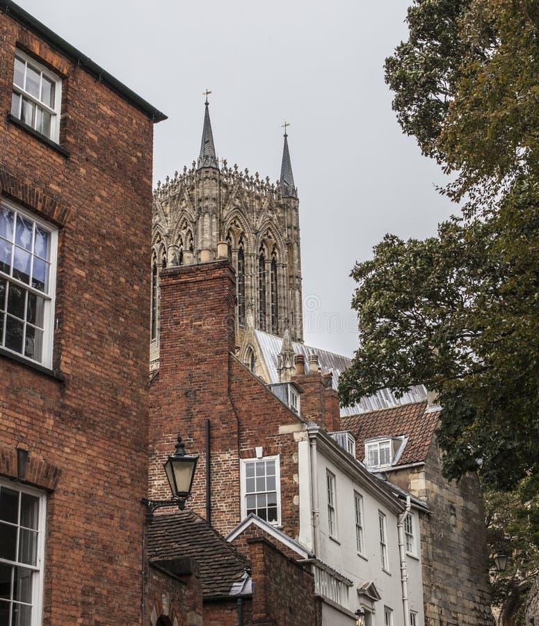Straten van Lincoln - traditionele huizen en de kathedraal royalty-vrije stock foto