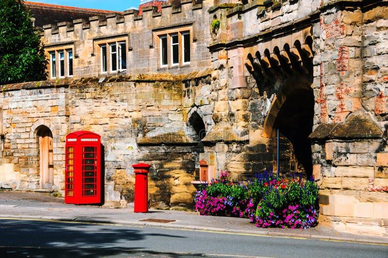 Stratford sobre Avon, Reino Unido Cabina de teléfono británica roja fotos de archivo libres de regalías