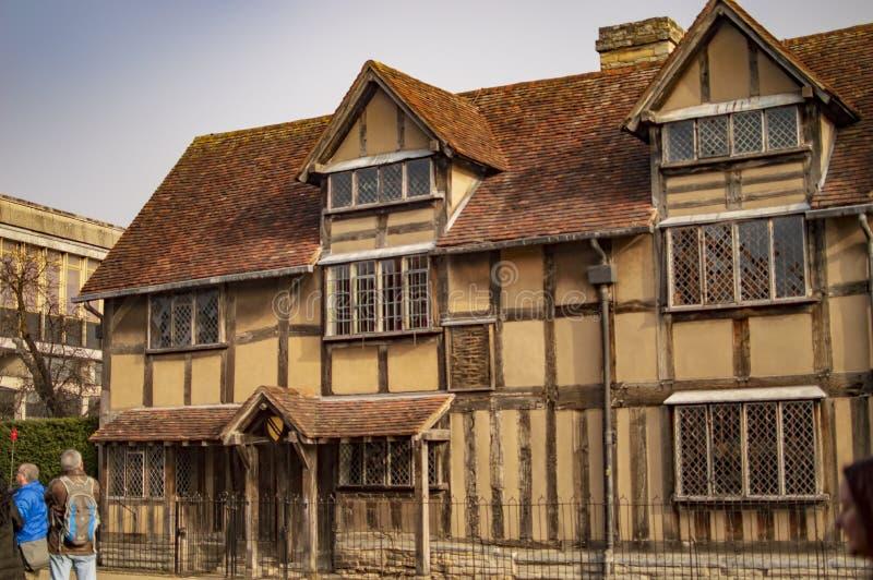 Stratford sopra avon con la casa di shakespeare e delle finestre fotografia stock libera da diritti