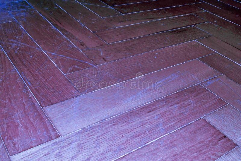 Stratifié détaillé de plancher de parquet diagonalement avec le bleu fluorescent photographie stock libre de droits
