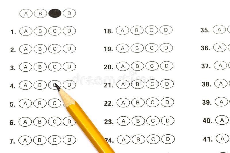 Strato della valutazione del test con le risposte e la matita immagine stock libera da diritti