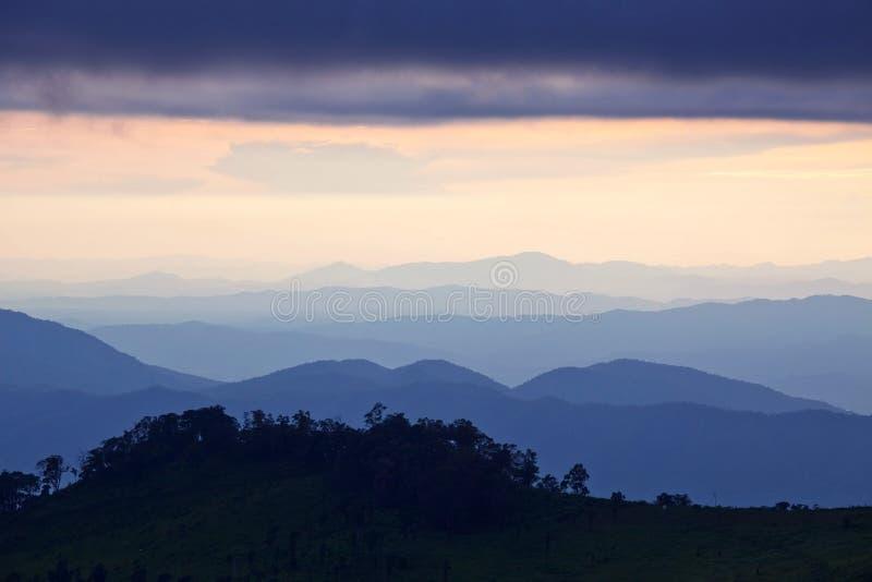 Strato delle montagne fotografia stock