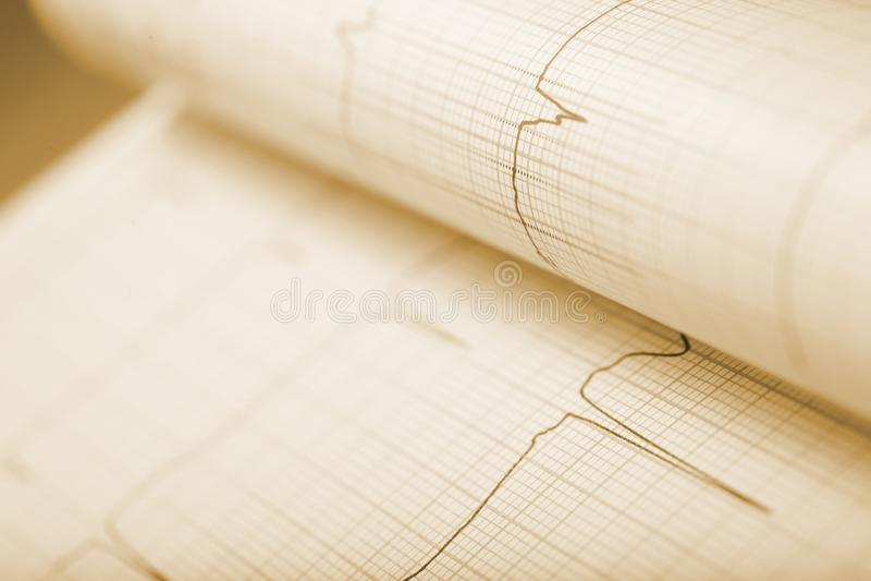 Strato di carta riportato in scala con la linea grafico immagini stock