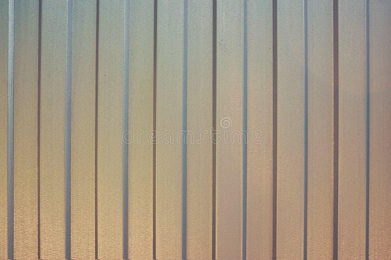 Strato di ferro in una striscia verticale sottragga la priorità bassa Priorità bassa metallica fotografia stock