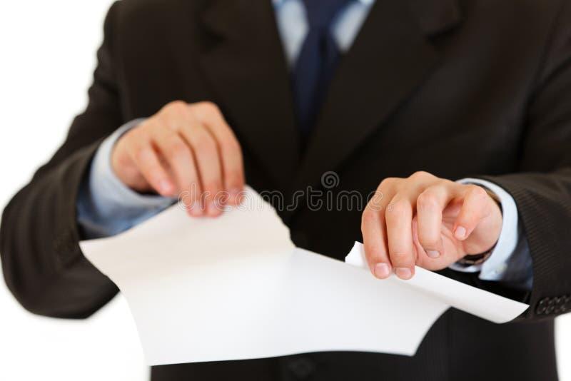 Strato di strappo dell'uomo d'affari di Libro Bianco. Primo piano immagine stock libera da diritti