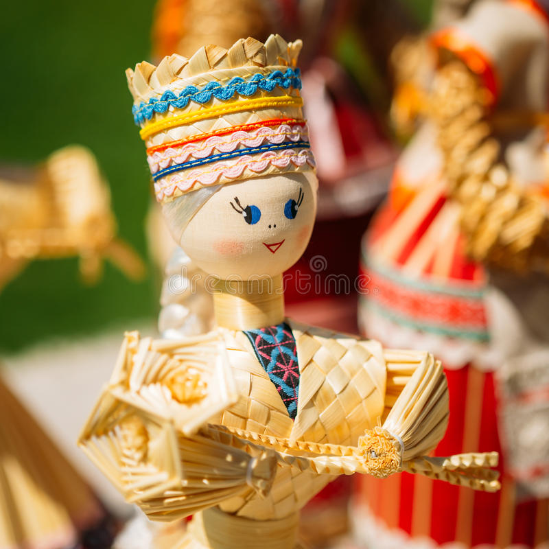 Straw Dolls At The Market bielorruso colorido en Bielorrusia fotografía de archivo libre de regalías