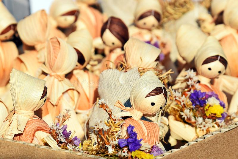 Straw Dolls Spielzeug, Andenken Wunderbare kleine europ?ische Puppen stockbild