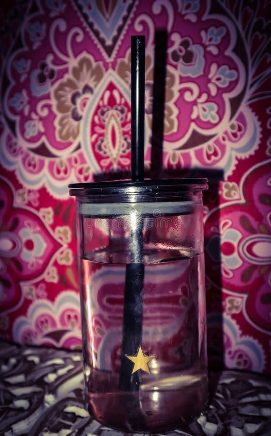 Straw Glass di acqua immagini stock
