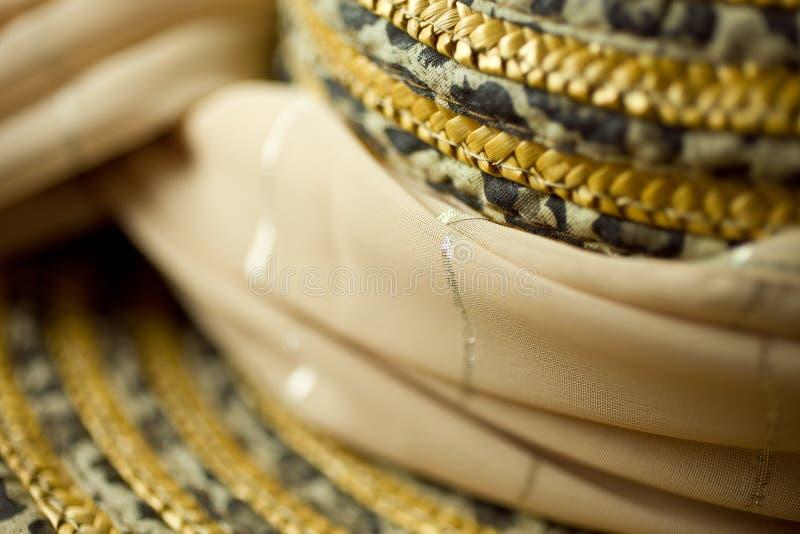 Straw Hat e sciarpa fotografia stock libera da diritti