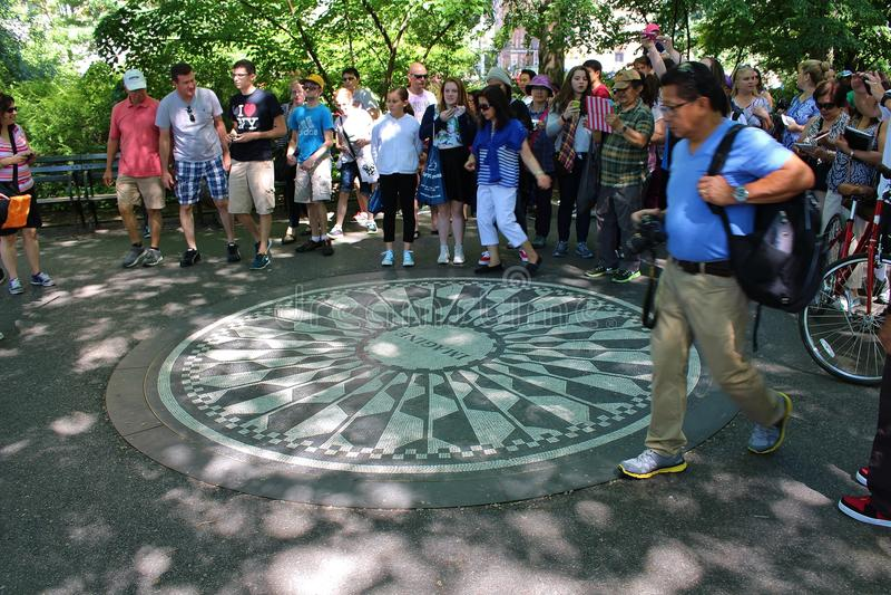 Download Strawberry Fields-Gedenkteken, New York Redactionele Foto - Afbeelding bestaande uit sequoia, mozaïeken: 54078861