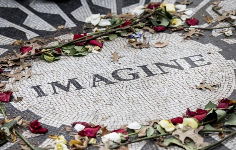 Strawberry Fields, mosaïque commémorative de John Lennon à New York image stock