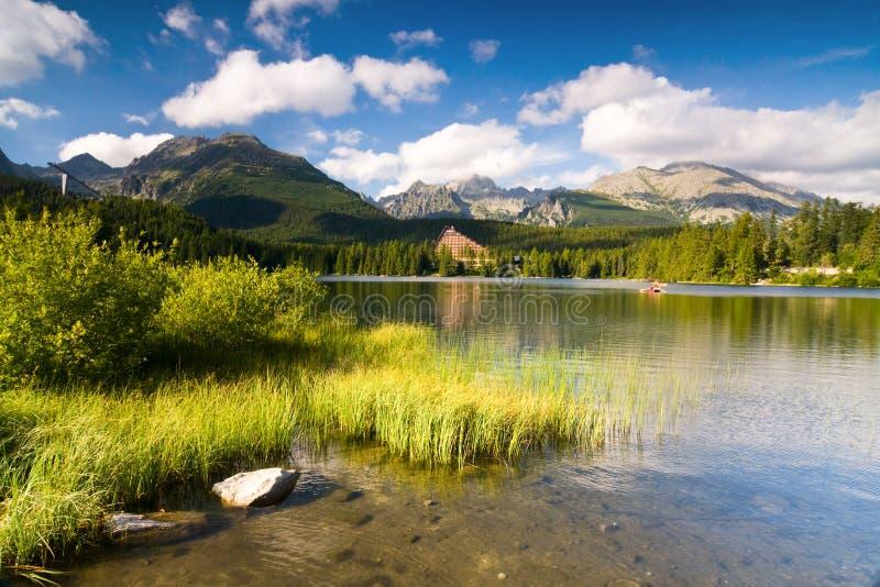 Strbske Pleso sjö i Slovakien arkivfoton