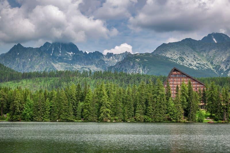 Strbske Pleso y lago hermosos de la montaña en Eslovaquia fotos de archivo libres de regalías