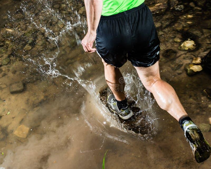 streambed jogger bieg obrazy royalty free
