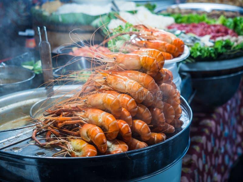 Streaming jumbo king prawns in Thai street food, delicious shrimps ready to eat stock photo