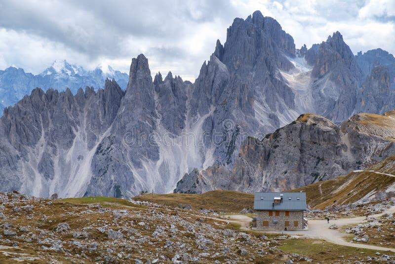 Strecke Cadini di Misurina in den Dolomit, Italien lizenzfreies stockbild