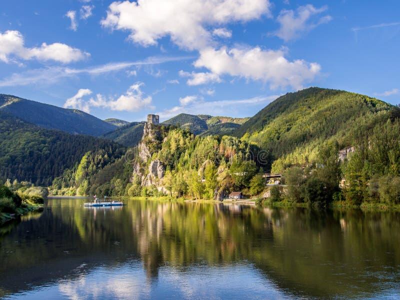 Strecno城堡在北斯洛伐克 库存图片