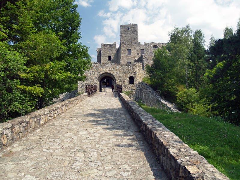 Strecno城堡路和门  免版税库存照片