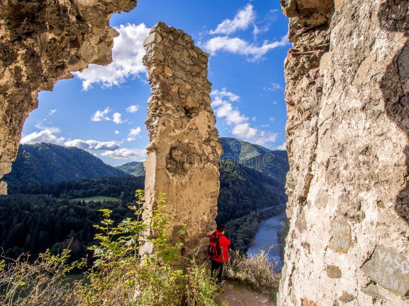 从Strecno老城堡的Vah河在北斯洛伐克 免版税库存照片