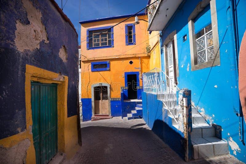 Streeet estreito na cidade de guanajuato foto de stock royalty free