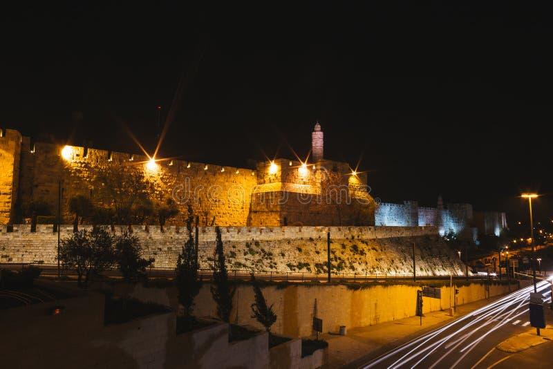Streeo av den gamla staden Jerusalem på natten arkivfoton