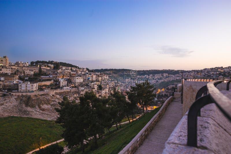 Streeo av den gamla staden Jerusalem på natten royaltyfri foto