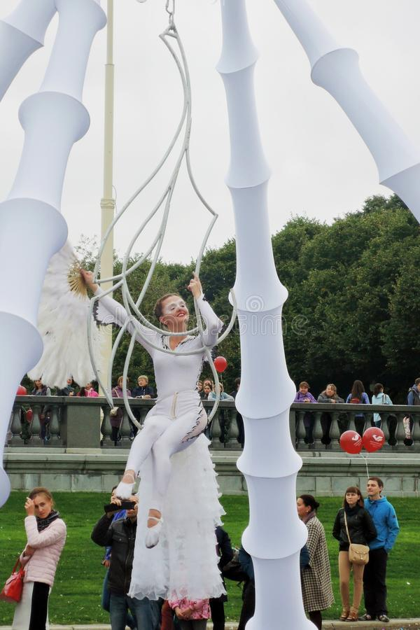 Street actors perform in Gorky recreation park in Moscow royalty free stock photos