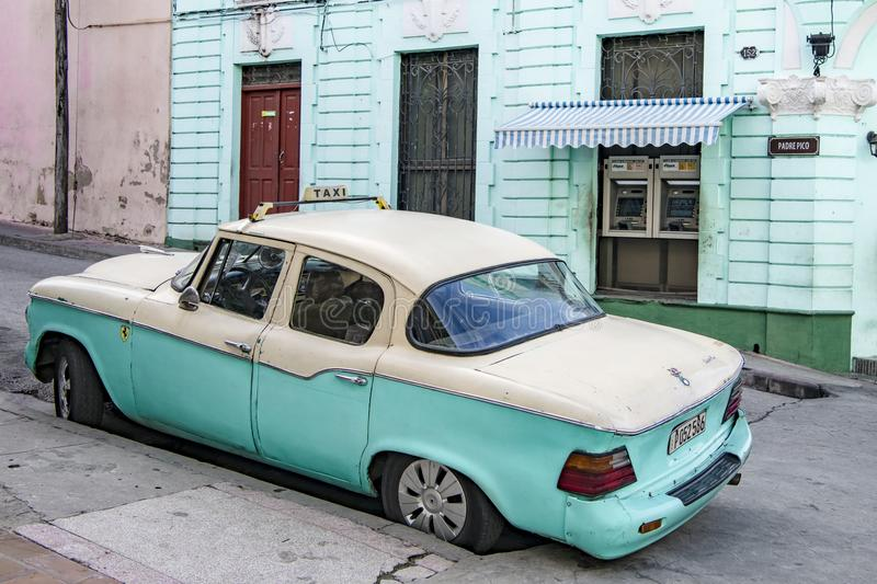 Classic american carin cream and turquoise - Taxi - in front of turquoise house in Santiago de Cuba stock images