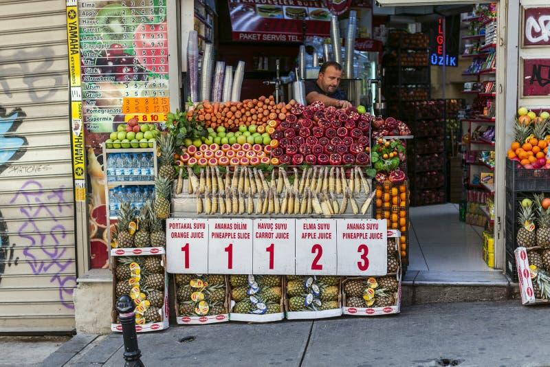 Street food: turkish fruits juice