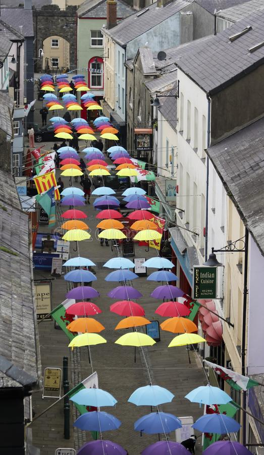 A Street Full of Brollies, Caernarfon, Wales, Storbritannien, UK arkivbilder