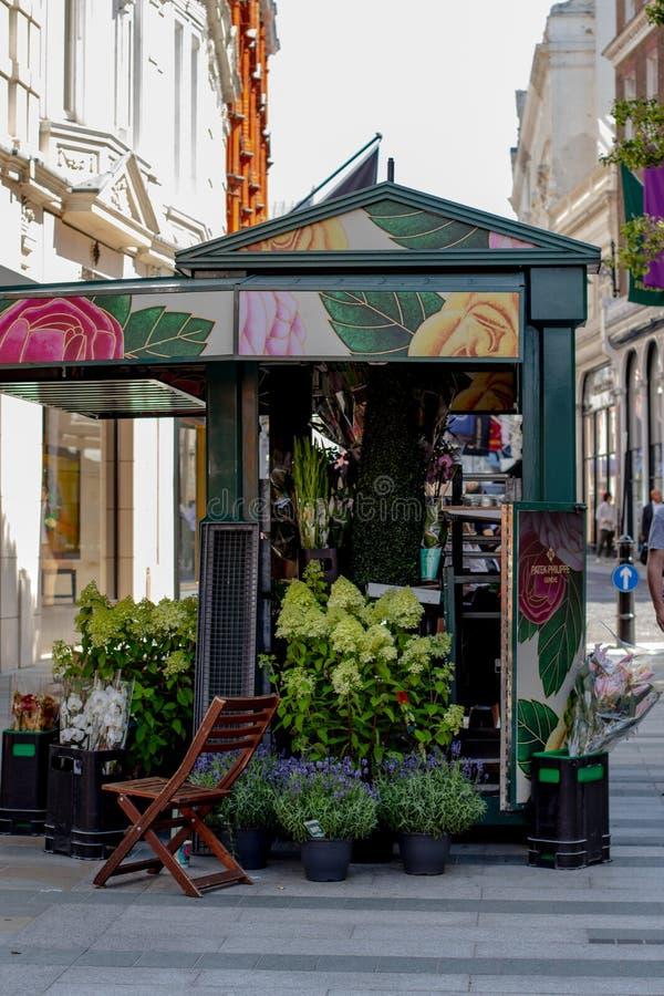 Street in london, flower selling pavillon. Nice litte shop selling flowers stock image