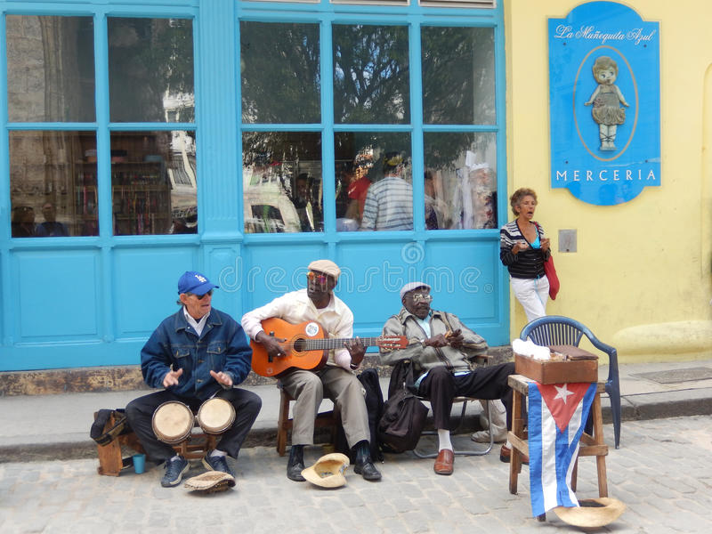 STREET MUSICIANS IN HAVANA, CUBA stock photography