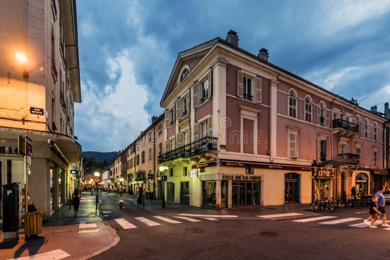 Street View di Annecy Città Vecchia nella sera immagine stock