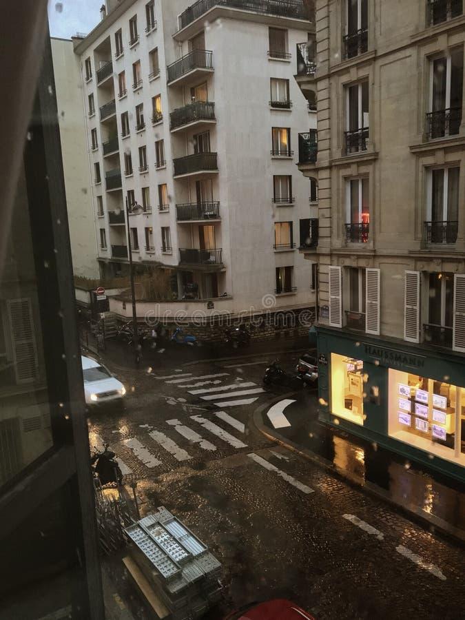Street View parisiense de la ventana fotos de archivo libres de regalías