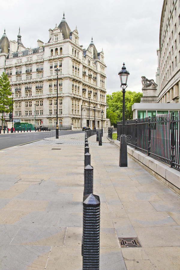 Download Street View Of The Whitehall Court Stock Image - Image of international, famous: 25681347