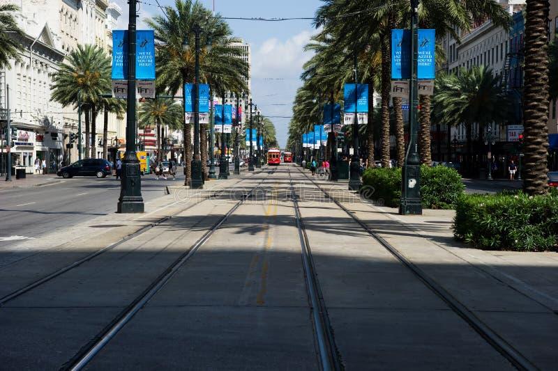 streetcars för kanalNew Orleans gata arkivbild