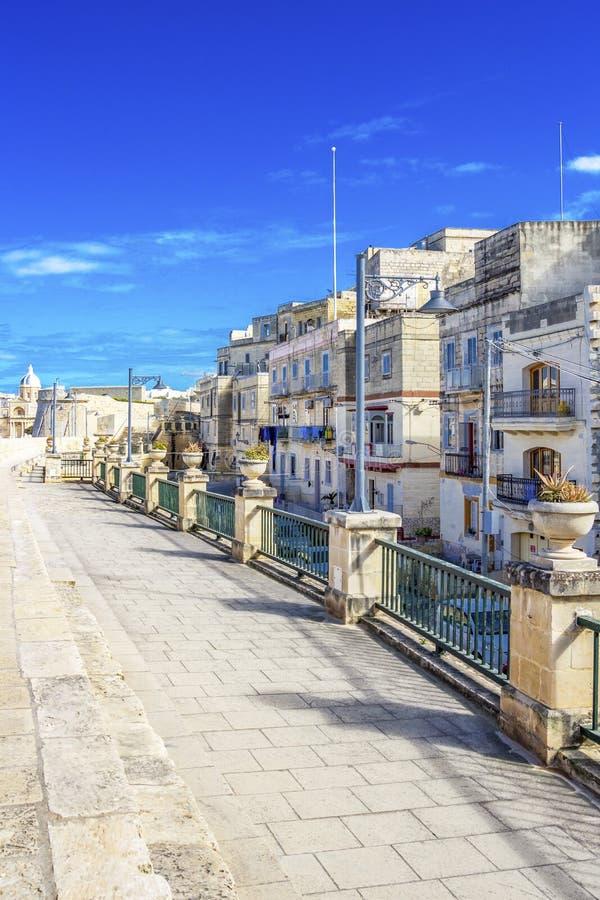 Streetscape maltês em Birgu, Malta foto de stock